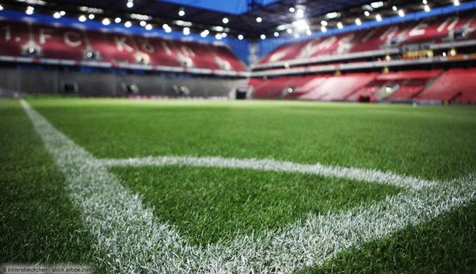 fußball-stadion leer