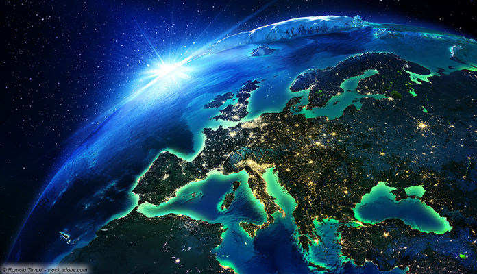 Europa bei Nacht © Romolo Tavani - stock.adobe.com