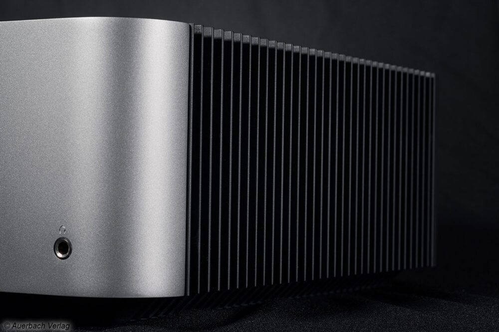 Cambridge Audio Edge A Stereovollverstärker Verstärker Integrated Amp Test Review News Rear Back Rippen
