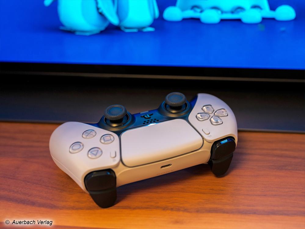 Der neue Dualsense-Controller lässt Sie PS5- und angepasste PS4-Spiele noch fühlbarer erleben: Motoren und Lautsprecher steigern die Immersion. Da die Schultertasten plötzlich Gegenwehr leisten können, entsteht ein faszinierendes Spielgefüh