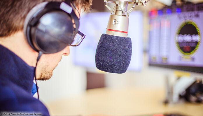 radio moderator mikrofon