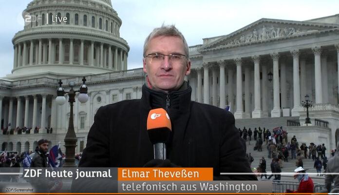 ZDF-Reporter Elmar Theveßen vor dem Kapitol in Washington D.C.