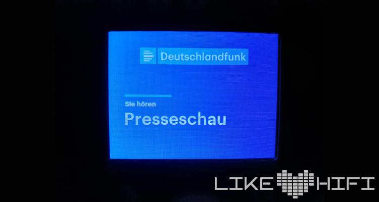 Auch der Radiotext kann perfekt auf dem Display angezeigt werden und bietet zusätzliche Informationen für den Nutzer.