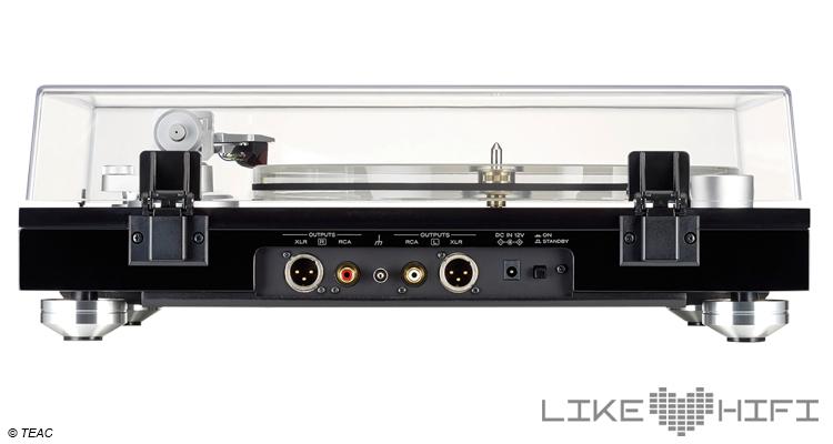 Vorbildlich finden wir die Ausstattung mit XLR-Ausgängen. Eine perfekte Kombination des TN-5BB ist in diesem Fall zum Beispiel TEACs neue Reference Line Phono-Vorstufe PE-505, die ebenfalls ab 1.599 Euro zu haben ist