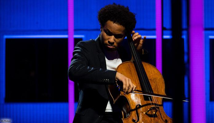 Philips OLED+ TV Cellist TP Vision